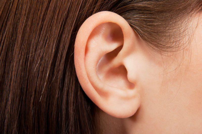 I primi sintomi di psoriasi nella testa